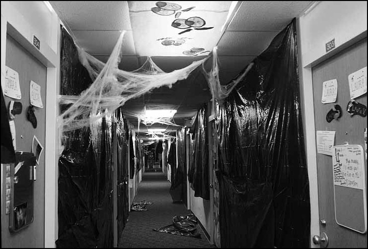 Five reasons college students dont study during Halloween  ~ 233832_Halloween Dorm Room Decorating Ideas